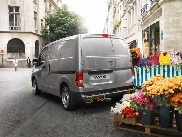 NISSAN Einparkhilfe, vorne, schwarz Nissan NV200 M20