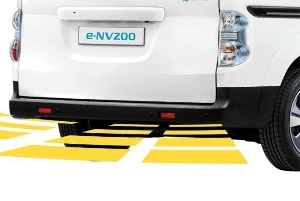 NISSAN Einparkhilfe, hinten, schwarz Nissan E-NV200 M20
